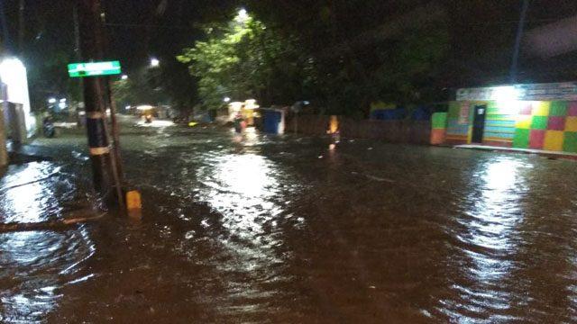 Hujan Lebat, Jalan dan Permukiman Warga di Sinjai Terendam Banjir