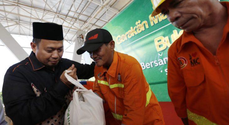 Bukber, Iqbal Suhaeb Menangis di Hadapan Ratusan Satgas Kebersihan