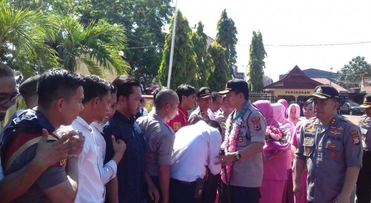 """Hujan di Pipi"" Warnai Lepas Sambut Kapolres AKBP Kadarislam"