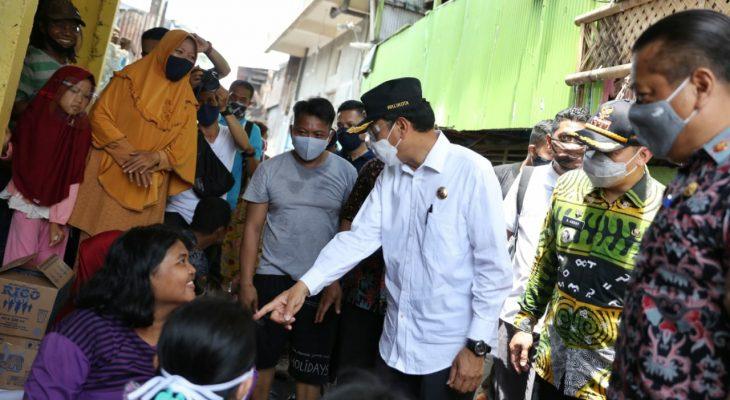 Prof Rudy Sambangi Lokasi Kebakaran Maccini Sawah, Ini Bawaannya