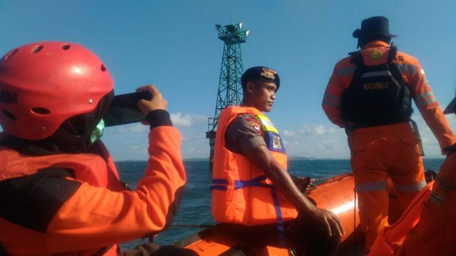Cari Penumpang KMP Kota Muna yang Tenggelam, Tim SAR Sisir 9 Mercusuar
