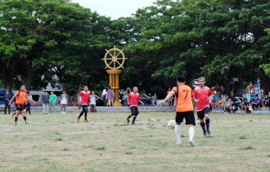 Begini Keseruan Eksebisi Sepak Bola PLN dan Pemkab Bulukumba