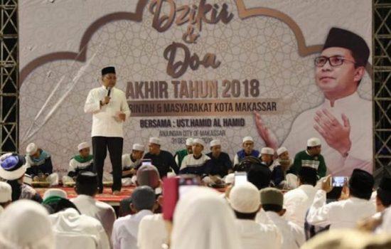 Pemkot Makassar Sambut Pergantian Tahun dengan Dzikir Bersama di Pantai Losari