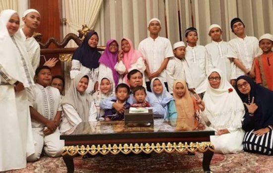 Malam Pergantian Tahun, Prabowo Doa Bersama Anak Yatim dan Kaum Disabilitas