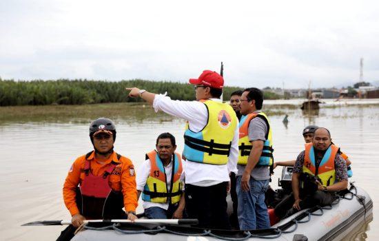 Susur Aliran Air Sungai Di Manggala, Wali Kota Danny Temukan Penyempitan Di Hilir