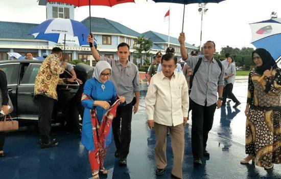 Bertolak ke Makassar Wapres Tinjau Lokasi Terkena Banjir