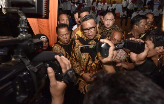 Nurdin Abdullah Janji Bantu Pembangunan Masjid Agung Belopa yang Kebakaran