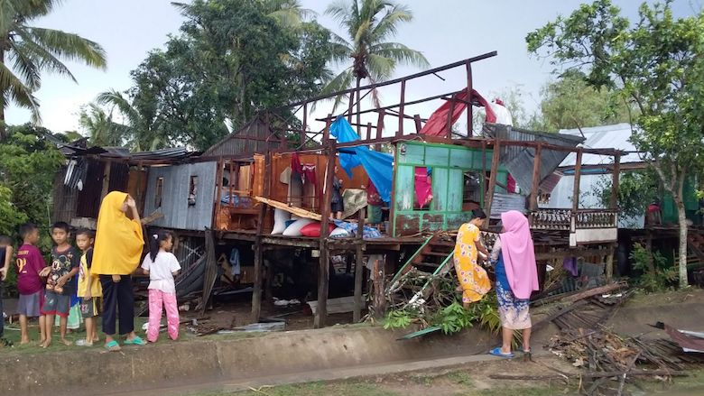 Kerusakan rumah warga akibat angin puting beliung - BONEPOS.COM