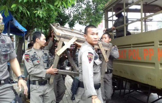 Satpol PP Kembali Tertibkan PKL 'Nakal' di Kota Watampone