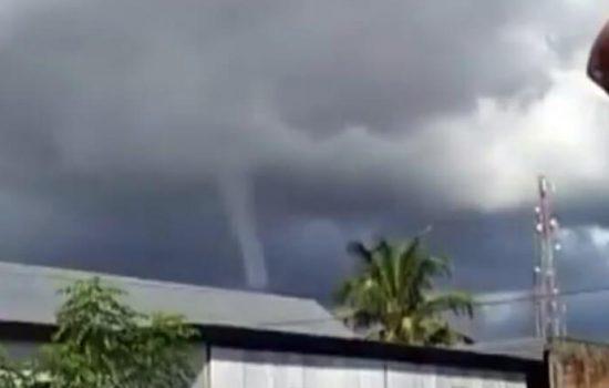 VIDEO: Detik-detik Puting Beliung Nyaris Sapu Rumah Warga di Sidrap