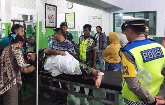 Ditabrak Pengendara Motor, Anggota TNI Dilarikan ke Rumah Sakit
