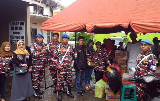 Srikandi LMP Sulsel Bantu Korban Kebakaran di Nipah Makassar