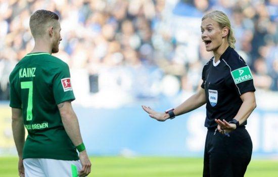 Industri Olahraga Sepak Bola Butuh Wasit Perempuan