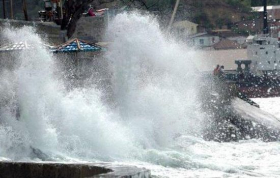 Cuaca Buruk di Sulawesi, Waspadai Gelombang 6 Meter di Perairan Ini