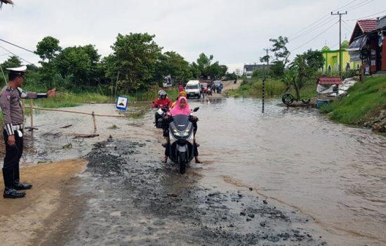 Luapan Banjir Mulai Genangi Ruas Jalan Poros Bone-Wajo