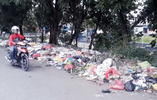 Wow, Tumpukan Sampah Sambut Perayaan Tahun Baru di Bone