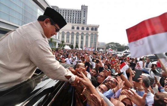 Sindirian Prabowo, Lo Punya Gelar Ekonomi, Tapi Lo Bikin Ekonomi Kacau