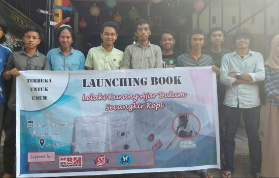 """Buku """"Lelaki Kurang Ajar Dalam Secangkir Kopi"""" Launching di Sinjai"""