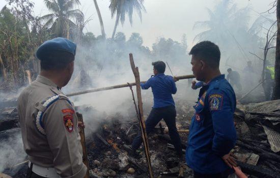 Lupa Matikan Tungku, Dua Rumah Warga di Bone Ludes Terbakar