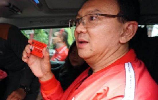 Kenakan Jaket Merah, Ahok Resmi Jadi Kader PDIP