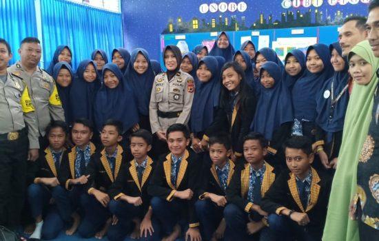 Peduli, OSIS SMPN 1 Watampone Sumbang Korban Banjir