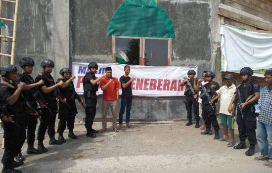Patroli Kemitraan, Brimob Polda Sulsel Serahkan Bantuan Pembangunan Masjid