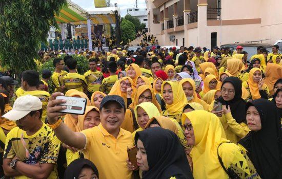 Hadiri Gerak Jalan Sehat, Supriansa Berbaur Dengan Ribuan Warga Soppeng
