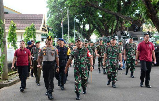 Ribuan Personel Gabungan TNI, Polri dan Pemda Gelar Apel PAM Kunker Wapres JK
