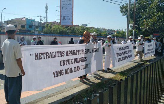Pendukung Prabowo Sandi Bersama Wakil Ketua DPRD Makassar Gelar Unjuk Rasa di Depan Kantor Bawaslu Sulsel, Ada Apa?