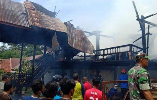 Si Jago Merah Mengamuk, Dua Rumah Warga Ludes Terbakar