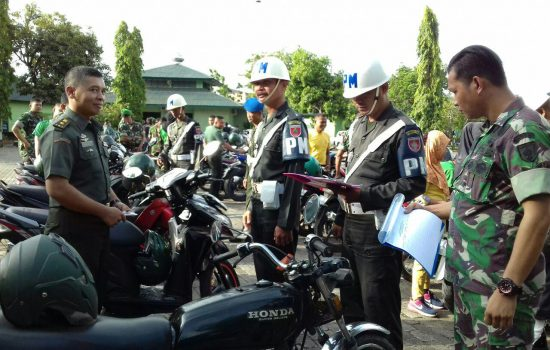 Denpom XIV/1 Bone Razia Kelengkapan Kendaraan Dinas Prajurit