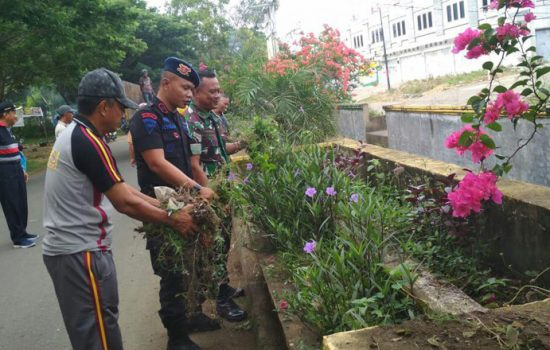 Jumat Bersih, Ini yang Dilakukan Personil TNI-Polri dan ASN di Bone
