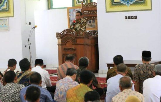 Tidak Seperti Jumat Ibadah Minggu Sebelumnya, Masjid Kantor Gubernur Hari Ini Penuh