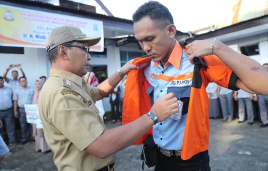 Bank BJB Bantu Seragam Baru, Jukir Makassar Ganti Nama Jadi Daeng Parkir