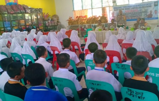 Sosialisasi di SMPN 1 Watampone, Ini Arahan Kasat Lantas Polres Bone