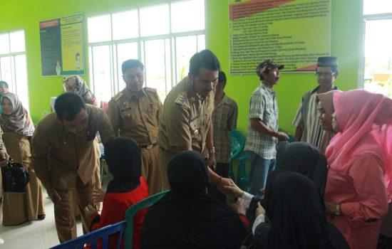 Kunjungi Puskesmas Samaenre, Bupati Sinjai Temui Pasien Penderita Katarak