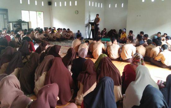 Jelang Ujian Nasional Kapolres Pimpin Dzikir dan Doa di SMK 4 Bone