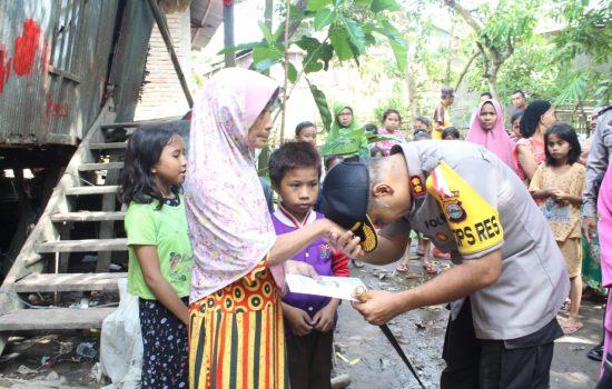 Berbagi Berkah, Kapolres Gowa Kunjungi Warga Pra Sejahtera di Dusun Tanrara