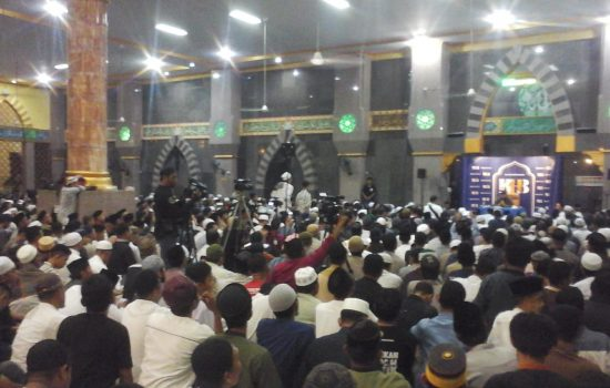 Mesjid Al-Markas Al Ma'rif  Dipenuhi Jama'ah Dari Segala Penjuru Kabupaten Bone