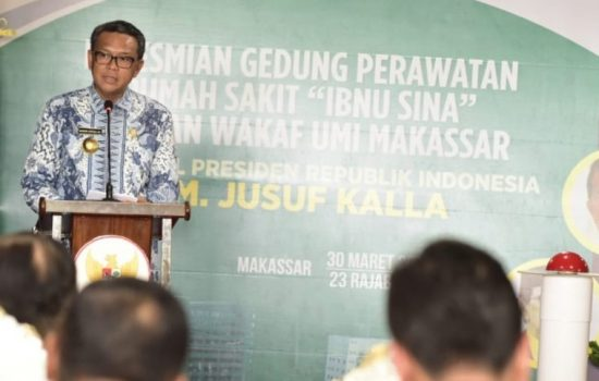 Gubernur Sulsel Beri Bantuan Ambulance ke RS Ibnu Sina UMI