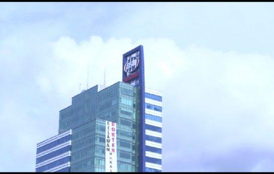Spanduk Raksasa Dukung Prabowo Sandi Terpajang di Menara Bosowa