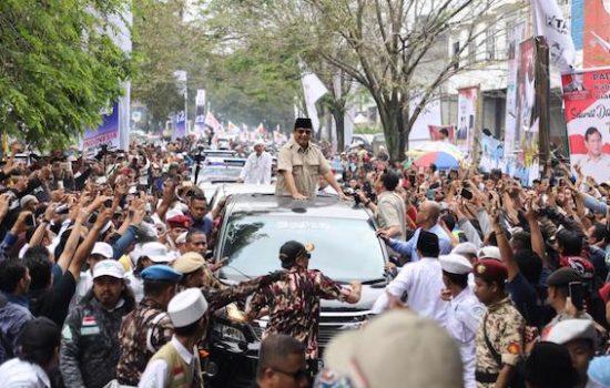 Di Cianjur, Ribuan Warga Sambut Kedatangan Prabowo Subianto