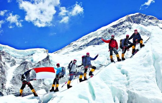 Gunung Everest Mencair, 300 Jasad Pendaki Gunung di Temukan