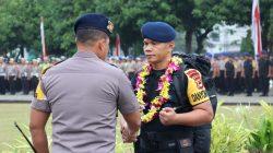Kompol Nur Ichsan Disambut Dengan Upacara dan Pengalungan Bunga Oleh Kapolda Sulsel