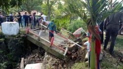 Diduga Karena Abrasi, Jembatan Penghubung 4 Desa di Bone Ambruk