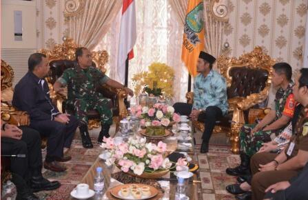 Bupati Sinjai Sambut Kedatangan Pangdam XIV Hasanuddin di Rumah Jabatan