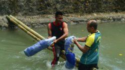 Aksi Pukul Bantal di Sungai Beranjangan