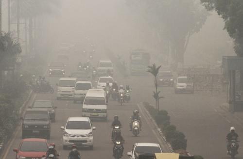 Kabut Asap Riau Kian Memburuk, Warga Sesak Napas !