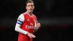 Premier League : Ozil Disisihkan, Ini Alasan Pelatih Arsenal