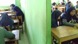 Satu Kelas Disulap Jadi Dua di MTs Baburrahman Waetuwo